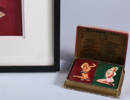 """Frame corner profile and double deck of """"Winning Aces"""" playing cards (included in sale)"""