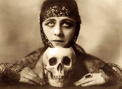 Victorian vamp with skull